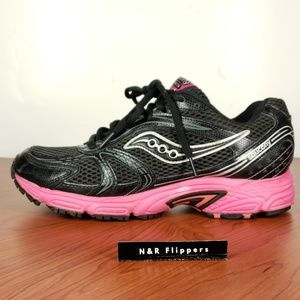 Saucony Oasis Women Running Shoe